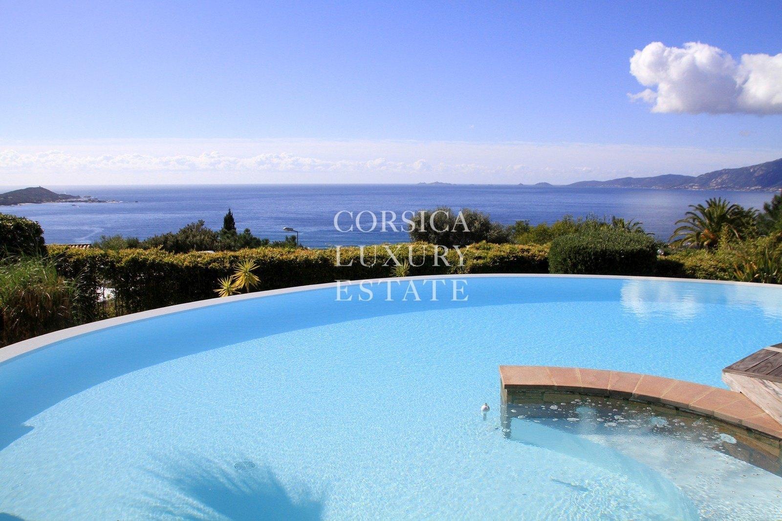 A vendre porticcio villa avec vue mer panoramique piscine for Villa piscine debordement