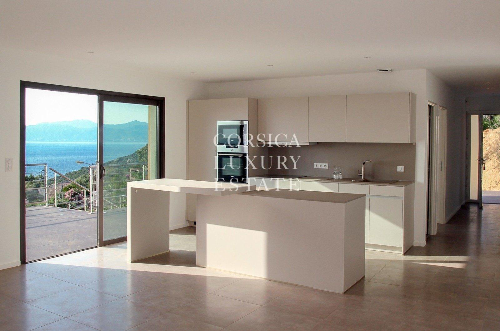 A vendre villa neuve rive sud du golfe d 39 ajaccio vue mer for Cuisine ouverte contemporaine